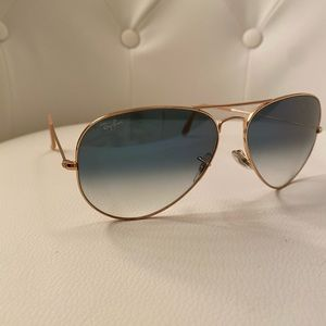 100% authentic Ray-Ban Aviator Gradient sunglasses